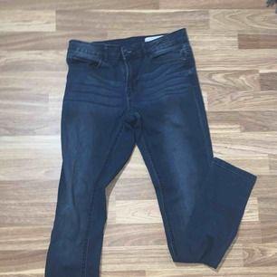 Mörkblåa jeans aldrig använda  Storlek 38/M