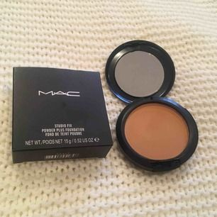 MAC studio fix power plus foundation. Färg: NC42