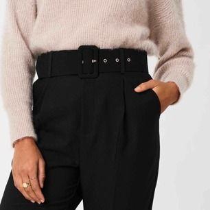 Oanvända byxor med skärp ✨ (frakt 59kr)