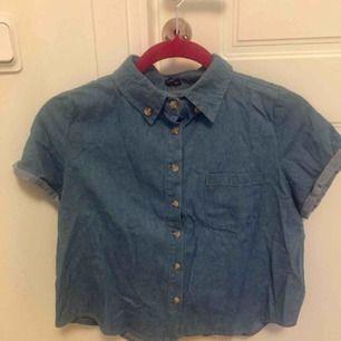 Fin jeansskjorta i crop-top modell från Brandy Melville 🌹🌹
