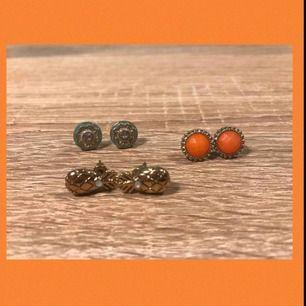 Supersöta örhängen i alla olika möjliga färger!! Säljs på grund av att de inte används längre:( 10kr st +9kr frakt