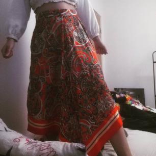 Absolut finaste silkeskjolen från H&M, storlek 40. 150kr + frakt 🌞