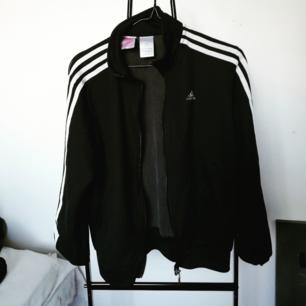 Old school Adidas kofta/jacka i storlek S. 70kr + frakt!