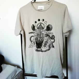 Ockult tröja från Carlings, storlek S men är oversized och passar definitivt en M också. 60kr + frakt! 🖤