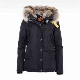 modell: W doris Riktigt snygg jacka och som helt ny, använd endast en vinter. Äkta, finns kvitto. Beställd från Johnells. Nypris: 9299 kr.