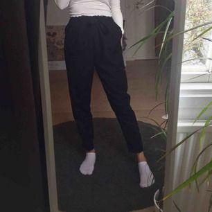 Svarta kostymbyxor från Zara. Köpare står för frakt annars går det bra att mötas upp i Lund!