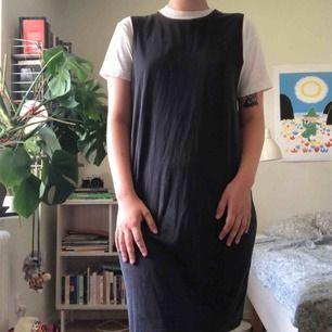 Svart klänning från Monki, storlek S. Använd, men i bra skick! Frakt tillkommer 🖤🎧🎩