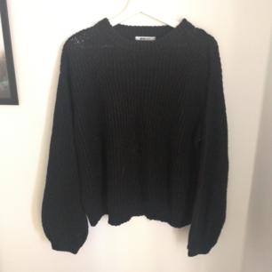 Stickad tröja, mörkblå/svart Betalas med swish (+frakt)