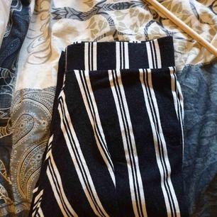 Randiga byxor från Gina tricot! Frakt tillkommer