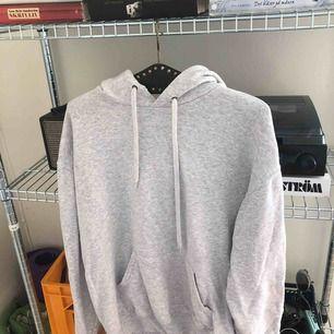 Grå hoodie köpt fr eBay! Mer som en XL i storlek men står L. Sparsamt använd