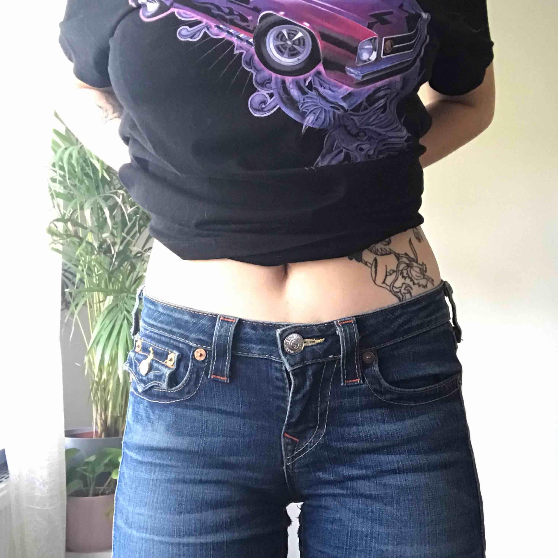 True Religion Jeans! Jätte bra skick!! sitter tight men är ändå väldigt flexibla. Jeans & Byxor.