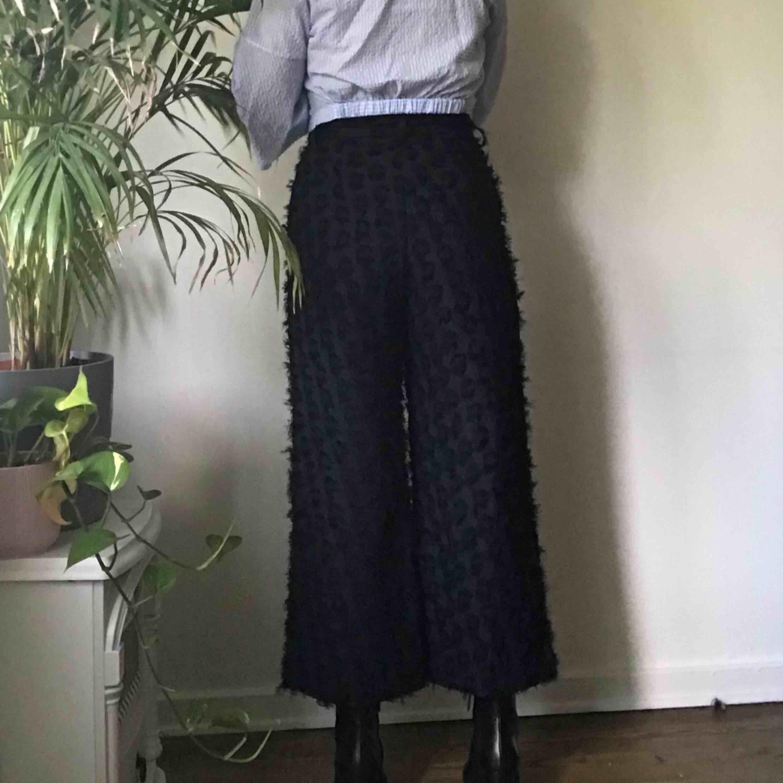Cropade culotte byxor, liknar kostym byxor, marinblå Kan fraktas ❣️Möts upp i Sthlm ❣️. Jeans & Byxor.