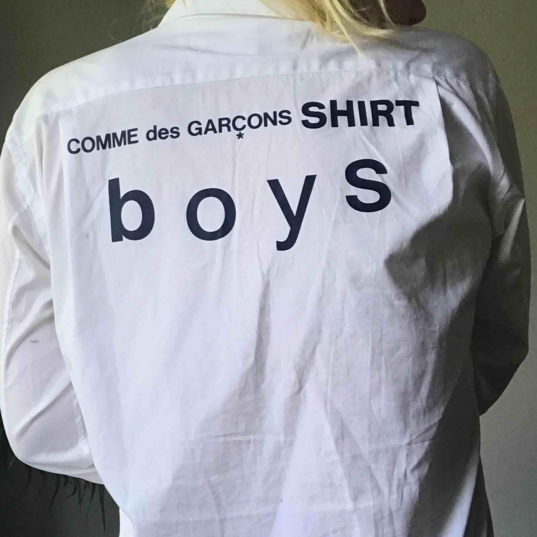😈Skjorta från Comme Des Garcons 😈 Knappt använd  Kan fraktas ❣️Möts upp i Sthlm ❣️. Skjortor.