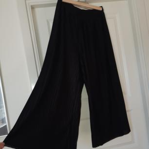 Sköna byxor från Monki