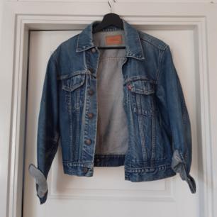 Levis jeansjacka som aldrig kommer till användning