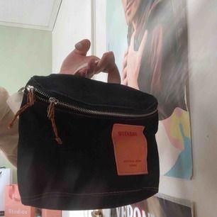 """Väska från Weekday i deras """"natural born"""" kollektion. Använd 1 gång."""