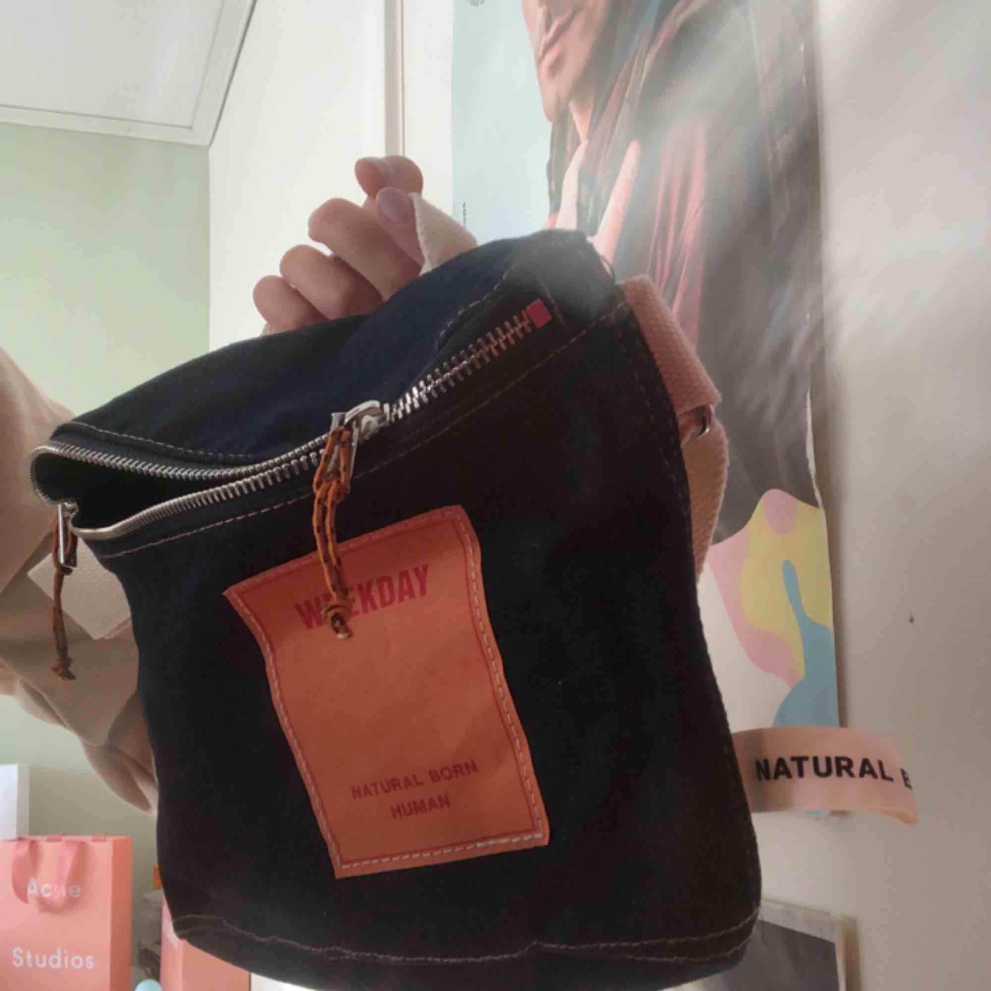 """Väska från Weekday i deras """"natural born"""" kollektion. Använd 1 gång. . Väskor."""