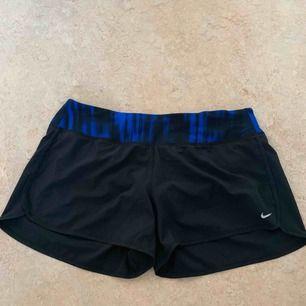 Snygga helt oanvända Nike tränings shorts med en dragkedja på baksidan Säljs pga fel storlek