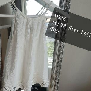 fin topp/ linne,  står 38, men väldigt liten i stl, skulle säga att den passar xs/s! ♡