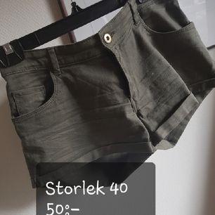 gröna snygga shorts ifrån H&M♡