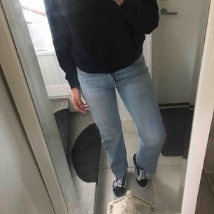 Ett par as balla jeans med slitning ner till, använda fåtal gånger💛⚡️
