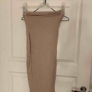 Helt ny bandeau klänning från Boohoo i strl XS