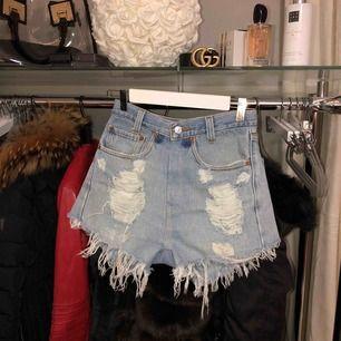 Vintage Levis Shorts i storlek S. Aldrig använda, säljes pga fel storlek. Normal i storlek.