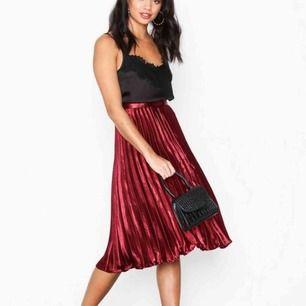 Så himla fin kjol från Missguided! Har testat några gånger men aldrig använt så den inte passar min storlek🌸 frakt ingår!