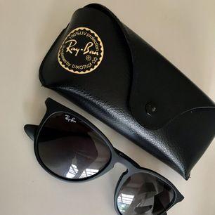 Solglasögon från rayban, modell Erika.  Putsduk och fodral medföljer