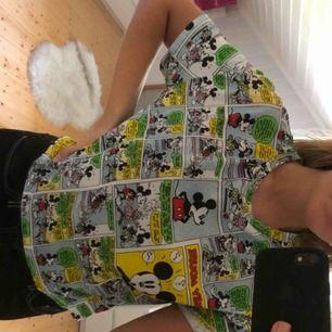 En mussepigg tröja från Zara. Kortare t-shirt. Gratis frakt💞