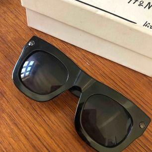 Super snygga solglasögon från Lanvin x H&M. Knappt använda