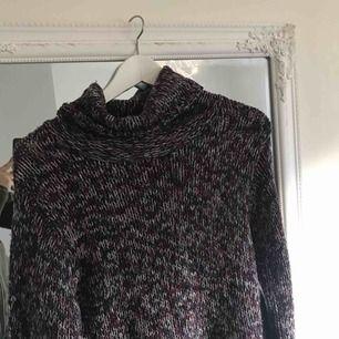 Passar M bättre än L. Stickad tröja fr Terrific. Köparen står för frakten.