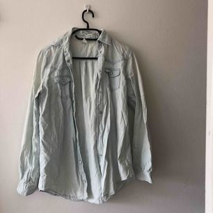 Oversize jeansskjorta strl XS från Gina Tricot