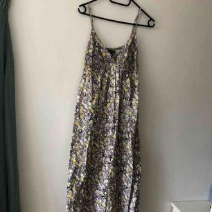 Blommig långklänning, strl 34
