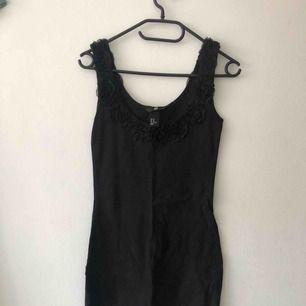Rosa & svart klänning  50 kr för båda