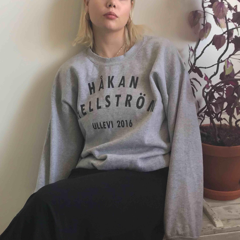 Håkan Hellström Turné collage tröja! Köpt på Ullevi! Oversized o mjuk! . Tröjor & Koftor.