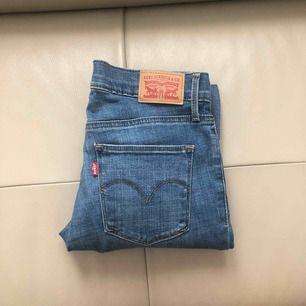 Tighta Jeans ifrån Levis, W27 L 32(?), dyra i inköp använda max 2 ggr,