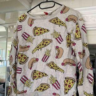 Haha har haft denna tröja i min garderob i 4 år snart, den behöver ett nytt hem.