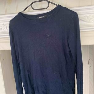 Marinblå tröja jag aldrig använt, så jag säljer den billigt.