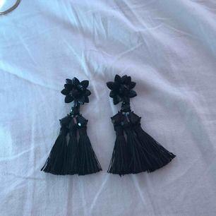 svarta strån örhängen, använda 1 gång