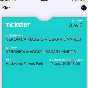 """3 biljetter till Veronica Maggio och Oskar Linnros i """"Huskvarna Folkets park"""" (Jönköping) den 17 augusti. Köpta på tickster för 595 kr."""