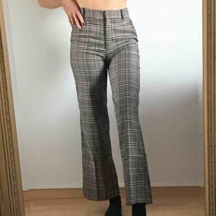 superfina rutiga kostymbyxor! de har fickor fram och fake-fickor bak 🖤💫 frakt är inkluderat i priset