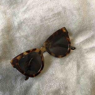 Snygga solglasögon med melerad båge! Knappt använda och sköna!! ☀️