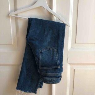 Supersnygga högmidjade raka jeans. Säljer pga har för många liknande ❤️