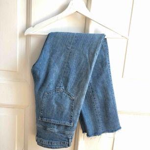 Högmidjade raka jeans!