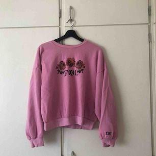 Jättefin sweatshirt från junkyard som sitter snyggt på!  Köparen står för frakt <3