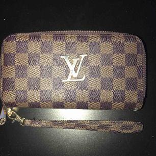 Fake LV plånbok använd några gånger men den är felfri. Möts endast upp i Göteborg