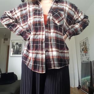 Rutig skjorta i bomull, vänster bröstficka, sällan använd🌿