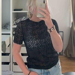 Helt oanvänd tröja från Zara, bra skick. Frakt ingår ej💗💗💗