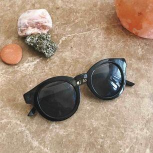 Snygga solglasögon får gå vidare till nästa från & other stories!
